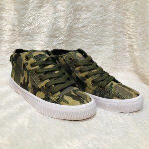 Camo/White Memory Foam Women's Sneakers (Size 7)